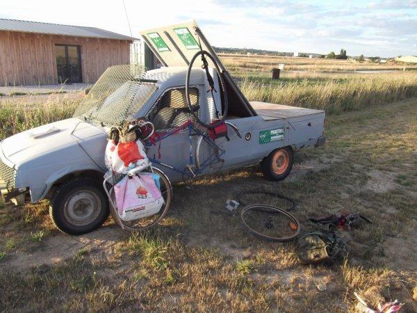 24 2030bJUN deuxième crevaison le vehicule du golf me sert d'ancrage