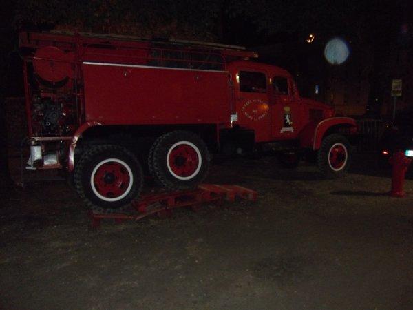 un bon vieux GMC des pompiers d'après guerre