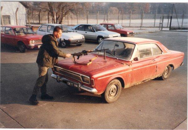 """foto retrouvée récemment :faite par un de mes colonels DCD ,notre bonne vieille """"NANA"""" dixit AA52 sur une Ford 17 M de 1968"""