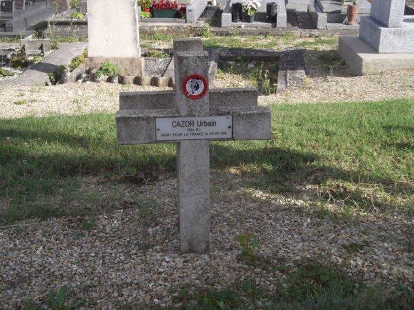 pour http://zouaveparcy1918.skyrock.com/ suis passé devant la tombe de ce poilu