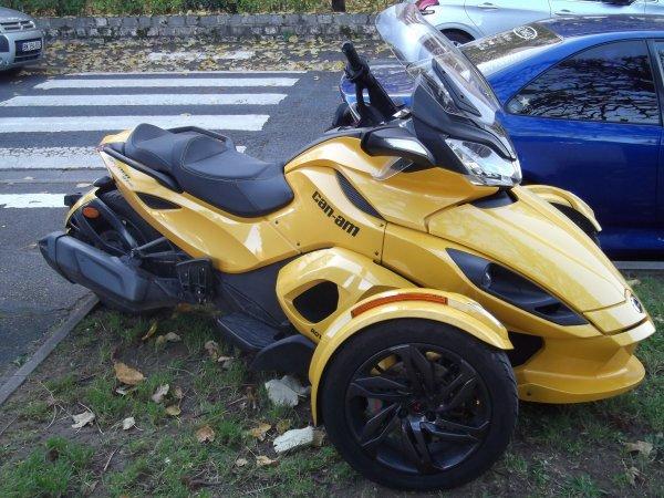 pour http://gribouille35480.skyrock.com/ un engin à 3 roues