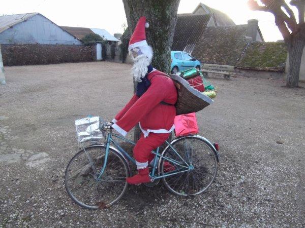 le père Noël dans le village 5kms Nord