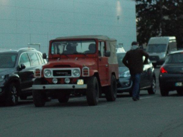 17 JAN vu en ville un 4X4 CJ3 de toyota