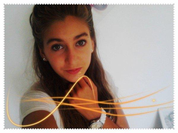 Laura - 15 ans - 02/11/1996 - Célibataire, Coeur a prendre  ♥.  Née dans l'38 - Loge dans l'42