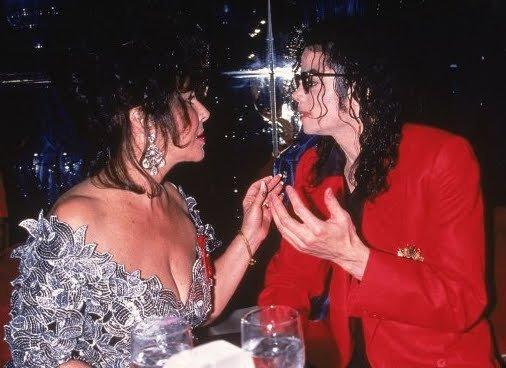 Michael Jackson et Elizabeth Taylor, lors d'un dîner...