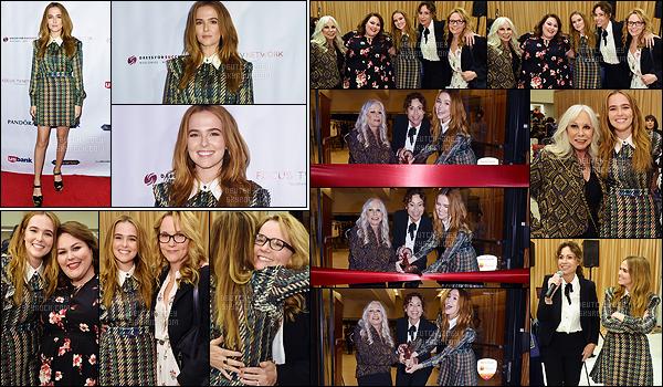 30 novembre 2017 : Miss Deutch était présente pour l'Annual Shop For Success Vip Event organisé dans Los Angeles. Elle portait une tenue qui faisait très british. Je ne suis pas forcément fan du style. Par ailleurs, elle est toujours aussi rayonnante. Tellement agréable.