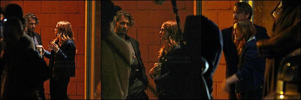 28 juillet 2017 : Zoey et Johnny Depp étaient sur le set de leur nouveau film, Richard Says Goodbye, à Vancouver. Malheureusement, il n'y a que trois photos de mauvaises qualités qui sont sorties... Mais j'espère que d'autres feront vite leur apparition sur la toile !