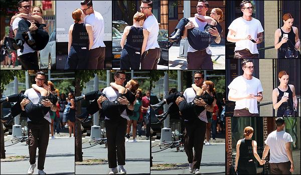 14 juin 2018 : Zo' et son chéri Dylan Hayes se sont affichés plus amoureux que jamais lors d'une sortie à SoHo dans NY. Ils s'accordent très bien ensemble, je les trouve absolument adorables. Même au point de vue vestimentaire, ils sont tous les deux dans le même style.