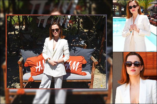 13 avril 2019 : Zoey était à une fête organisée au bord d'une piscine par la chaîne de magasins H&M, à Palm Springs. J'aime beaucoup les photos qui nous avons pour cet événement même si elles ne sont pas nombreuses. Zo' est vraiment belle comme cela. Vous aimez ?