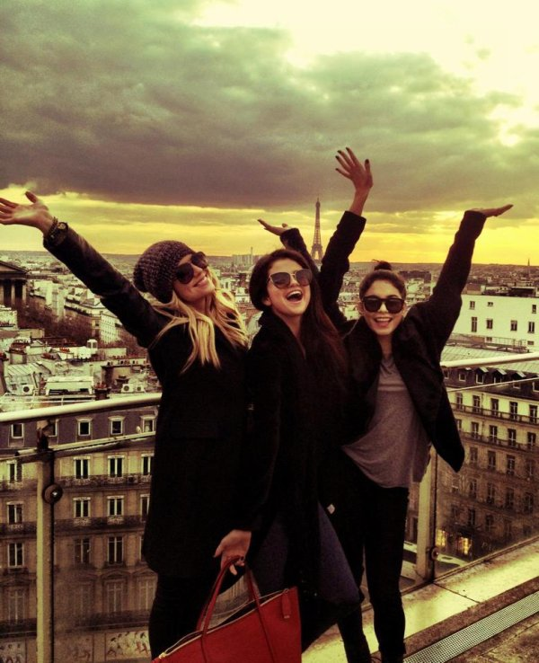 Selena gomez,Ashley benson and Vanessa Hudgens in PARIS !