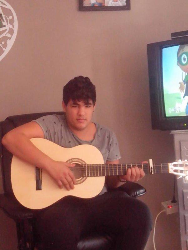 moii avk ma guitare de bon matin
