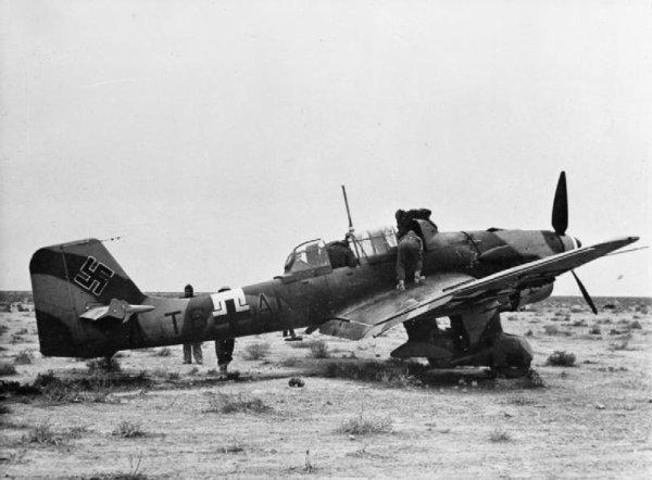 Dynamo Avion Allemand dans le ciel de Dunkerque en 1940...Le stuka.