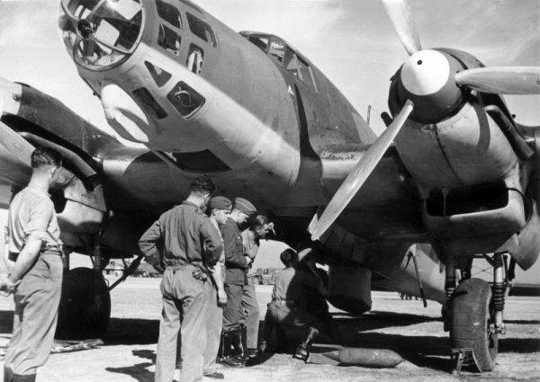 Dynamo  Avions Allemands dans le ciel de Dunkerque en 1940...le Henchel 111..
