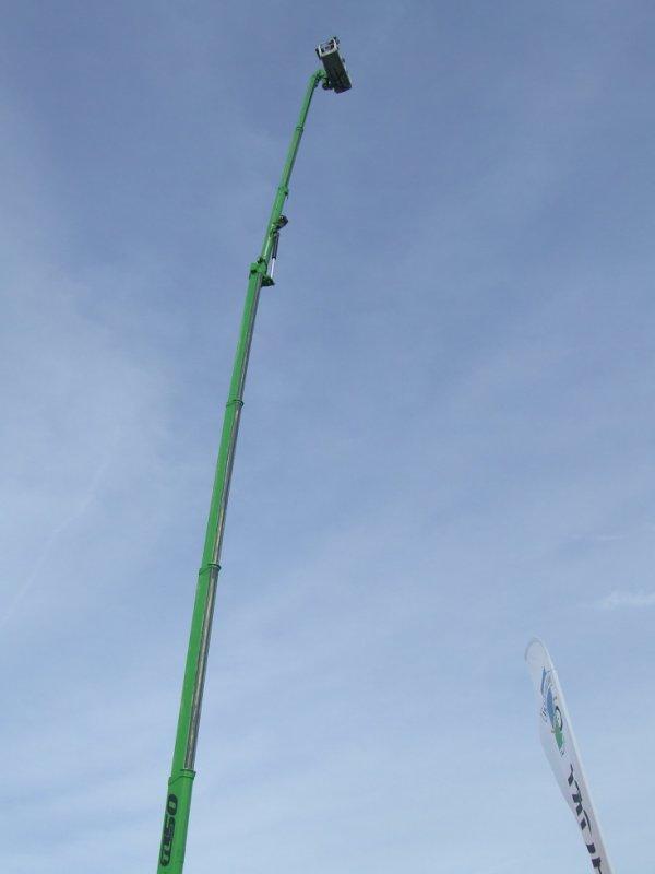 la grue la plus haute de la foire ( Poucey 2012 )