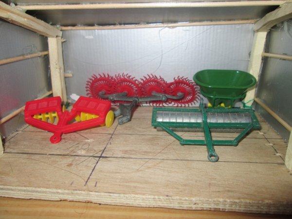 la cabane remplis de vieux matériel