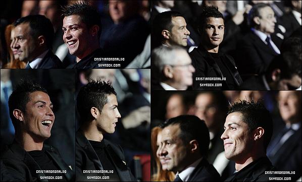 - 02/12/13 : Cristiano a remporté le prix du joueur le plus important en Liga, vous aimez sa tenue ? Après la cérémonie, il s'est rendu a l'aéroport pour se rendre à Madère,Portugal suite à son musée qui sera bientôt inauguré -