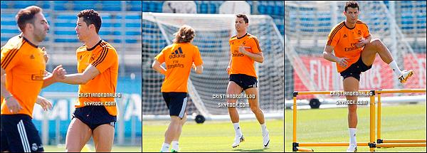 - 16/04/14 : Cristiano a assisté à la victoire du Real 2-1 face au Barça , le Real est donc champion d'Espagne Cristiano, étant bléssé, a seulement contempler la victoire grâce à un but de Di Maria et de Bale. Les champions ont ensuite célèbré leur coupe à Madrid      -