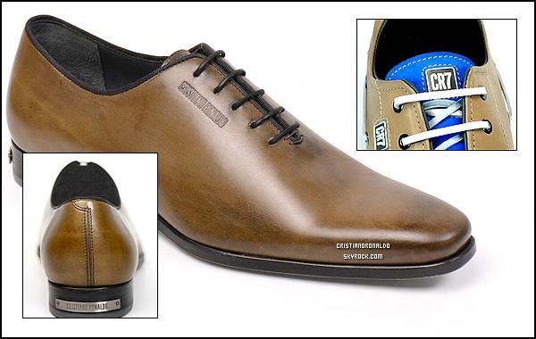 """- ● Nouveau projet pour Cristiano ● Après les vêtements, il lance sa collection de chaussures On connaissait sa ligne de sous-vêtements et sa toute nouvelle collection de chemises mais Cristiano ne compte pas s'arrêter là. Passionné de mode, notre attaquant préféré a décidé de vous aider à rénover intégralement votre garde-robe, chaussures comprises ! Le Portugais vient de lancer sa propre marque de chaussures baptisée tout simplement CR7 Footwear. Intégralement fabriquées au Portugal, les chaussures de la collection visent """"un public visant l'excellence, la performance et la sophistication"""" . Sur le site, on peut déjà avoir un aperçu de quelques modèles de la marque mais il faudra encore attendre quelques temps pour découvrir l'intégralité de la collection puisque leur mise en vente n'est prévue qu'à partir de février 2015.                                         Vous aimez ces premiers modèles ? Avez-vous hâte de découvrir les prochains modèles ? -"""