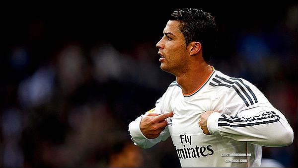 - • Cristiano Ronaldo, parmi les trois finalistes du Prix de Meilleur Joueur d'Europe     Cristiano Ronaldo a été nommé parmi les trois finalistes du Prix de Meilleur Joueur d'Europe. Le trophée sera remis le 28 août prochain à Monaco lors du tirage au sort de l'UEFA Ligue des Champions. Neuer et Robben sont les deux autres joueurs qui rivaliseront dans la quête de ce prestigieux trophée, né sur une initiative de Michel Platini, président de l'UEFA, en collaboration avec l'association European Sports Medias (ESM).                                                                       Pensez-vous que Cristiano mérite ce trophée? Selon vous, quel joueur le remportera?  -