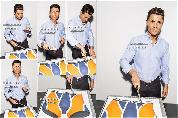 """- 02/11/14 : Cristiano a fêté le tout premier anniversaire de sa marque de sous-vêtements : """" CR7 Underwear""""  Il a reçu un gâteau à l'effigie d'un caleçon pour la 1ère année de la marque qui connaît un beau succès depuis son lancement en novembre 2013 -"""