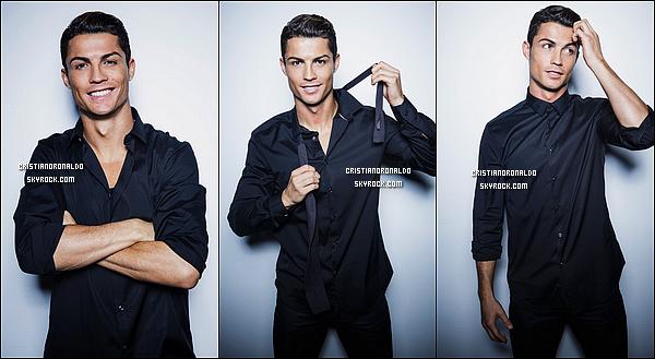 - Après les chaussures et les sous-vêtements, Cristiano booste sa marque avec une ligne de chemises: CR7 Shirts   Riche de 23 modèles, la collection répond aux exigences de l'homme moderne. A quelques semaines de Noël, voilà une idée cadeau toute trouvée!   -