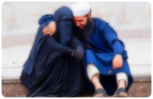 """Le Prophète (SallaLahu 3aleyhi Wa Salam) appelait sont épouse Aisha (RadiaLahu 3anha) :   """" Miel De Mon Coeur """"   {Rapporté Par Muslim} (♥)"""