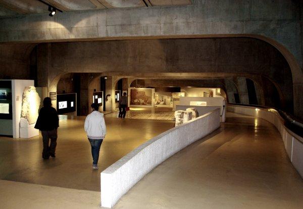 Section 1. Musée. Le musée est une institution permanente sans but lucratif, au service de la société et de son développement, ouverte au public, qui acquiert, conserve, étudie, expose et transmet le patrimoine matériel et immatériel de l'humanité et de son environnement à des fins d'études, d'éducation et de délectation. (Statuts de l'ICOM art.3 §.1)