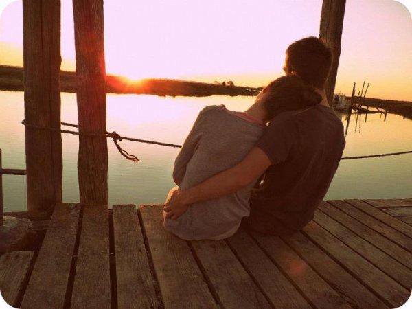 Et dans un dernier souffle, je comprends tout: que le temps n'existe pas, que la vie est notre seul bien, qu'il ne faut pas la mépriser, que nous sommes tous liés, et que l'essentiel nous échappera toujours. [ G.Musso ]