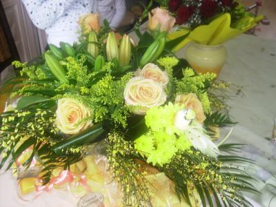 magnifique bouquet de fleurs offert par mes parent pour mes 21 ans je suis panouie. Black Bedroom Furniture Sets. Home Design Ideas