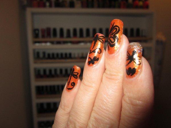 Papillons et libellules au bout des doigts
