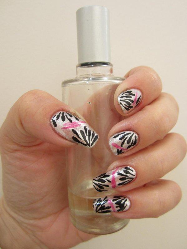 Premier nail art depuis ma longue cure ongles cassés.