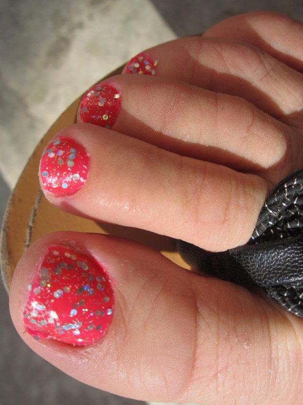 Petits pieds à paillettes holographiques