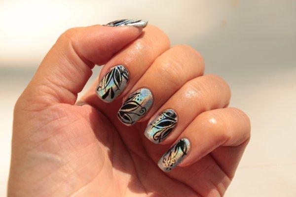 Color Club Holographique + nail art détail façon Tartofraises.