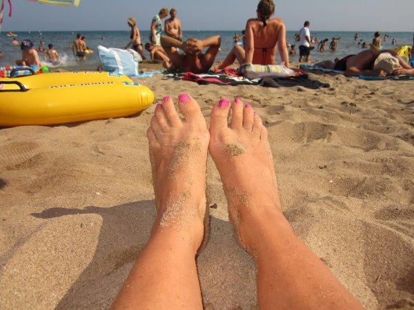 Nail art sur pieds fait en vacances