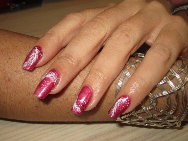 Nail art douceur de plumes