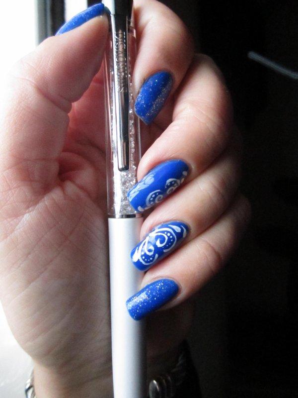 Accent nail abstrait effet miroir