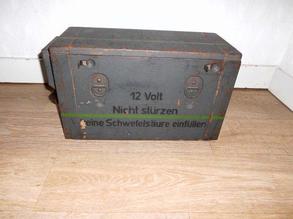 Projecteur Allemand Bosch 12 v avec sa caisse camouflé ww2