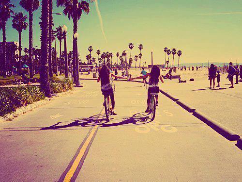 """""""La véritable amitié est comme la bonne santé; La valeur de celle-ci est rarement connue jusqu'à ce qu'elle soit perdue."""""""