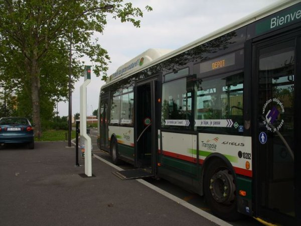 Citelis 12 GNV sur la ligne 17 a Wattrelos Quartier Beaulieu