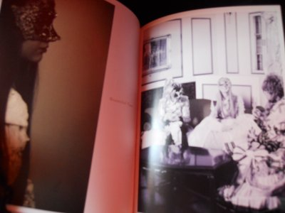 Photos du livre de l'Album Holy Grail