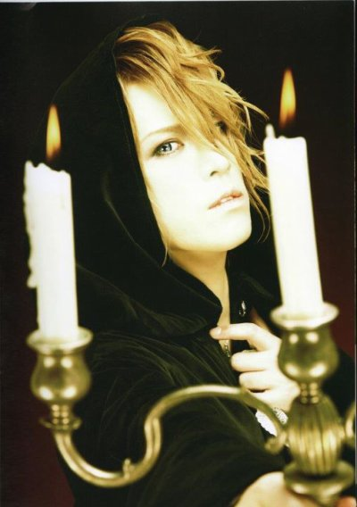 Photos tiré du Kamijo World Official Book