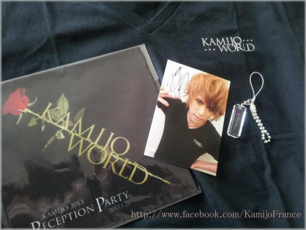 photo de Kamijo vendu avec le t-shirt Kamijo World ^^