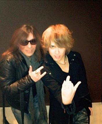 Kamijo avec le Chanteur EIZO Sakamoto de Aisenshi