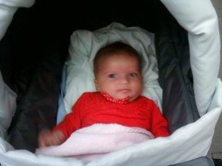 ma fille dans sa poussette