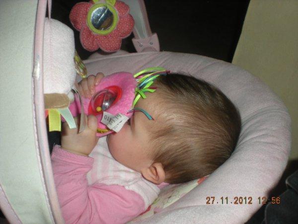 ma cherie ki dort avec son jouet
