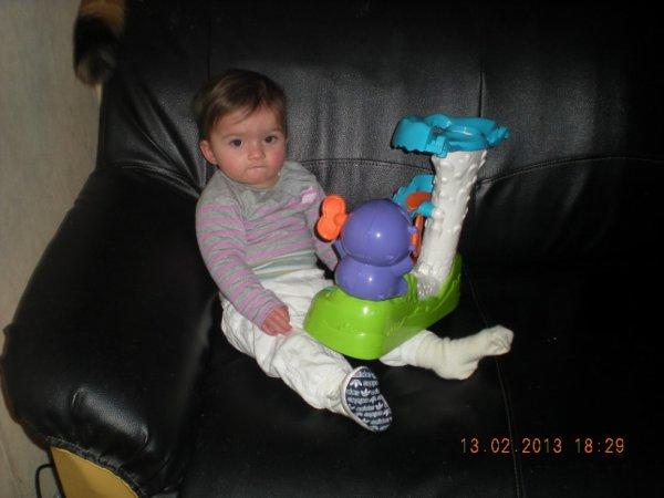ma fille avec son jeu