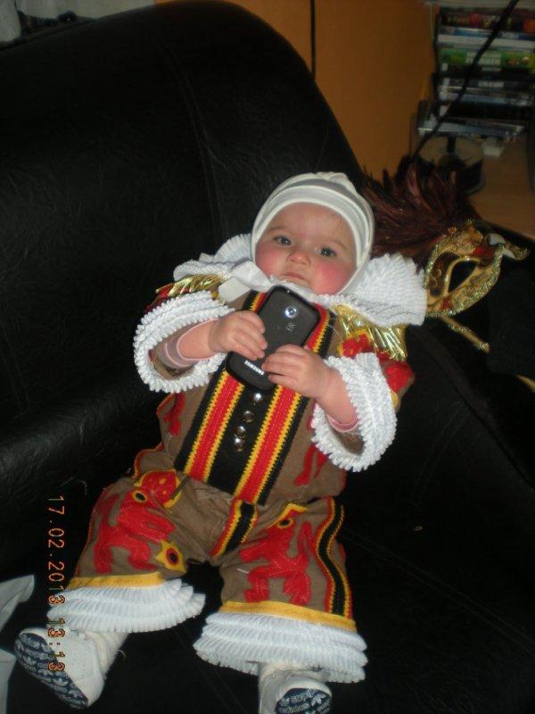 ma fille en petit gille pour le carnaval