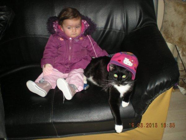 ma fille avec mon chat