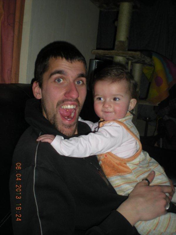mon homme et notre fille avant kel aille dormir