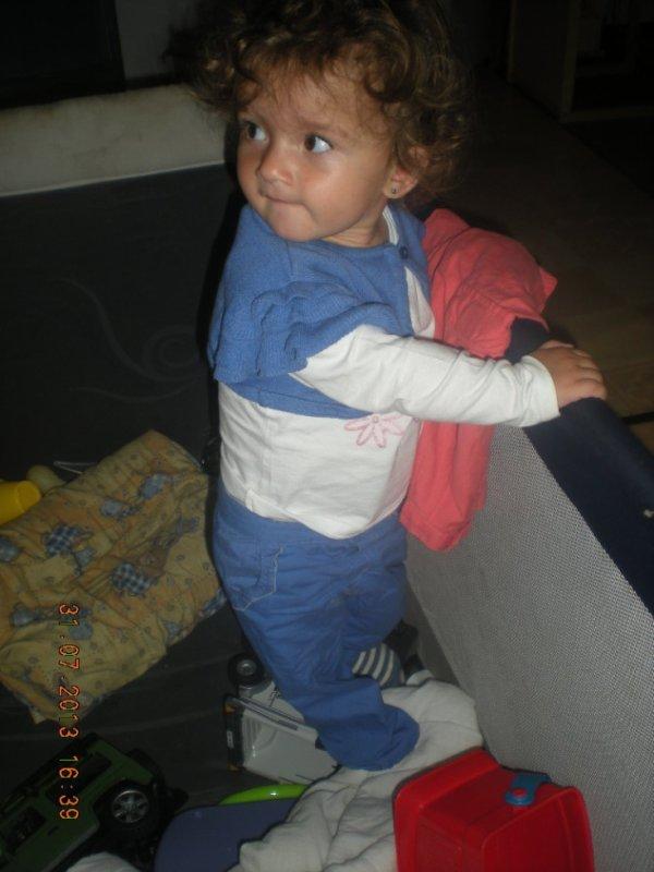 ma fille ki escalade ses jouet